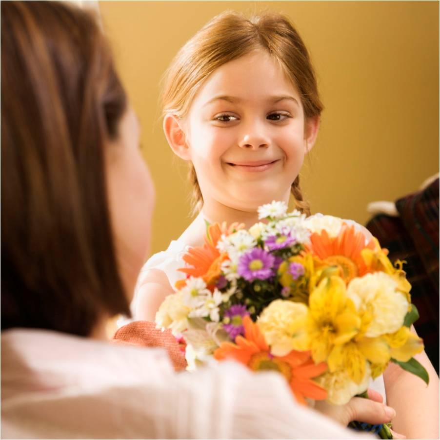 Дети дарят цветы картинки 6